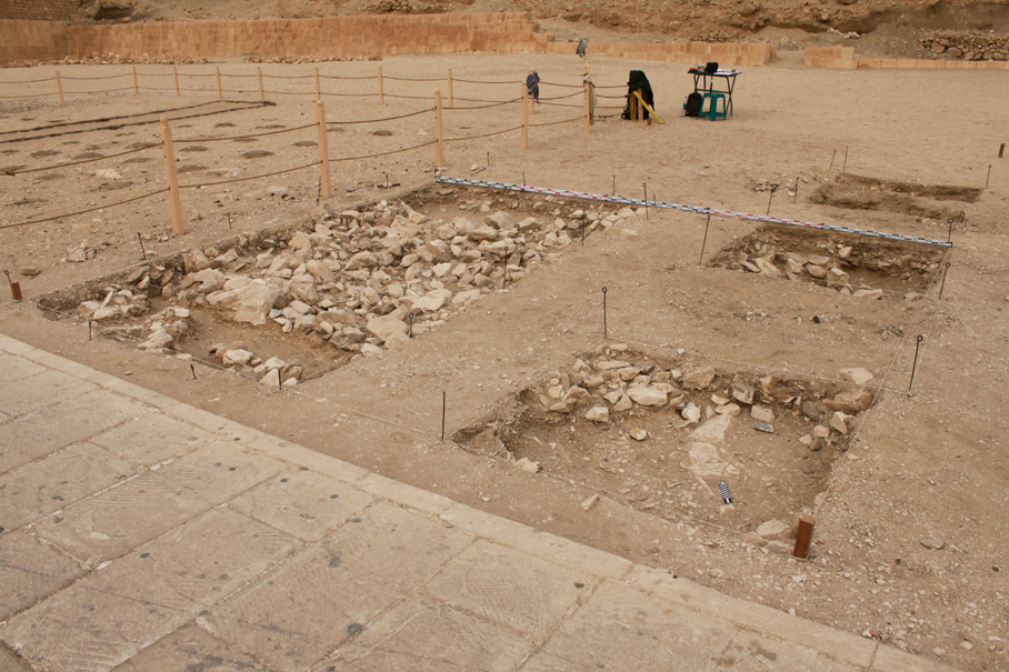 Lower Courtyard of the Temple - S.1/11 during excavations, photo by D.F. Wieczorek